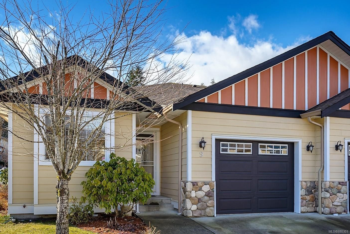 Main Photo: 9 2728 1st St in : CV Courtenay City Row/Townhouse for sale (Comox Valley)  : MLS®# 880301