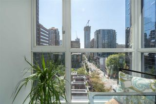 """Photo 11: 1106 1068 HORNBY Street in Vancouver: Downtown VW Condo for sale in """"The Canadian at Wall Centre"""" (Vancouver West)  : MLS®# R2485432"""