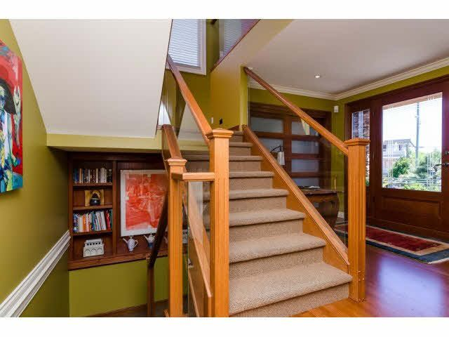 """Photo 3: Photos: 1159 BALSAM Street: White Rock House for sale in """"UPPER EAST BEACH"""" (South Surrey White Rock)  : MLS®# F1445609"""