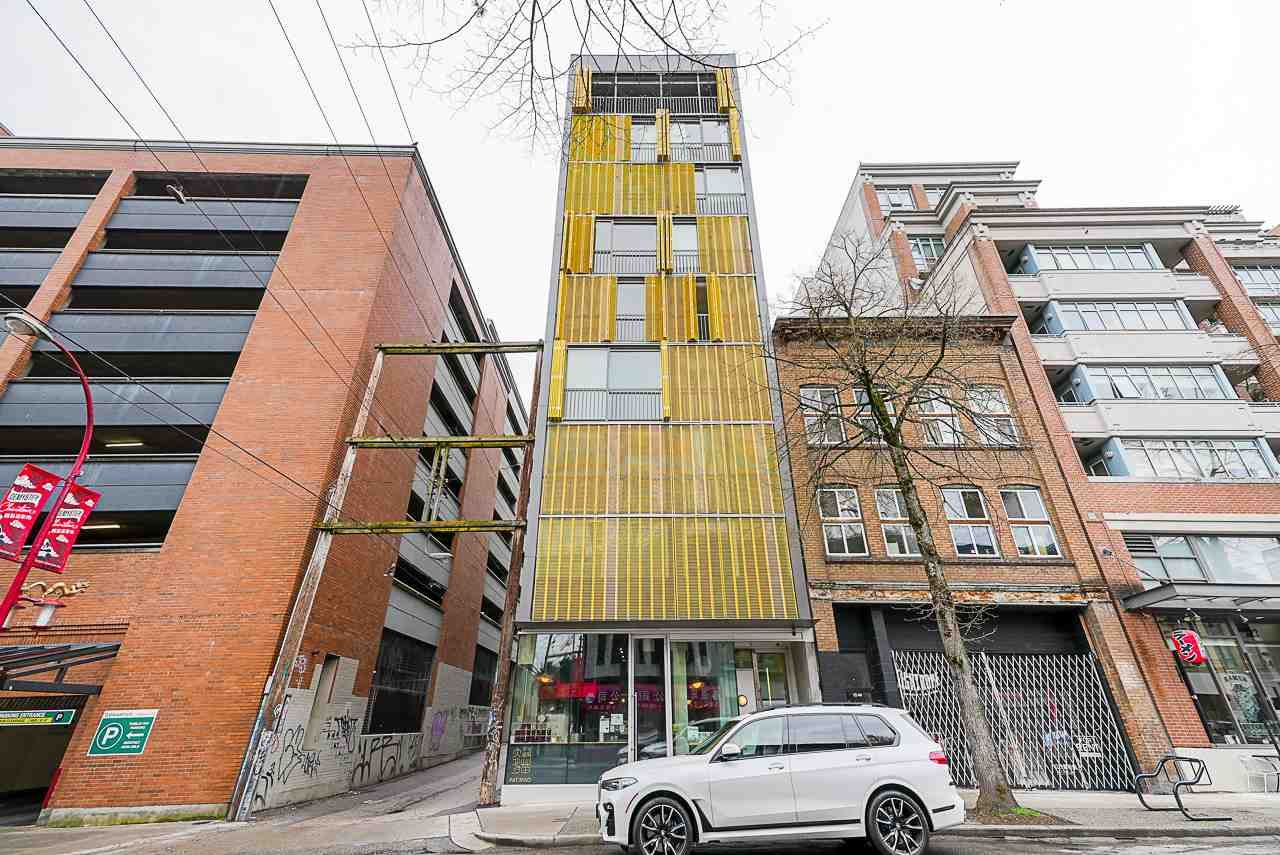 """Main Photo: 304 219 E GEORGIA Street in Vancouver: Strathcona Condo for sale in """"The Flats"""" (Vancouver East)  : MLS®# R2562533"""