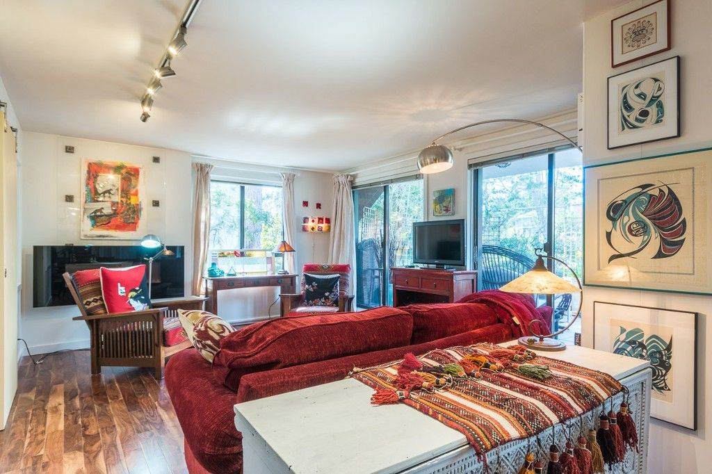 Photo 2: Photos: 105 1375 Newport Avenue in Victoria: Condo for sale : MLS®# 376044