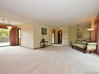 Photo 3: 1863 Penshurst Rd in VICTORIA: SE Gordon Head House for sale (Saanich East)  : MLS®# 743089