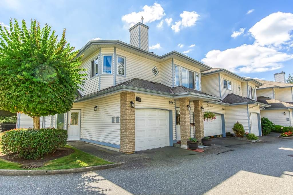 """Photo 1: Photos: 1 21579 88B Avenue in Langley: Walnut Grove Townhouse for sale in """"Carriage Park"""" : MLS®# R2494791"""