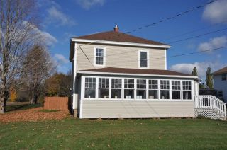 Photo 1: 499 Main Street in Kingston: 404-Kings County Residential for sale (Annapolis Valley)  : MLS®# 202022978