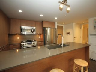 """Photo 5: 405 95 MOODY Street in Port Moody: Port Moody Centre Condo for sale in """"STATION"""" : MLS®# R2350991"""