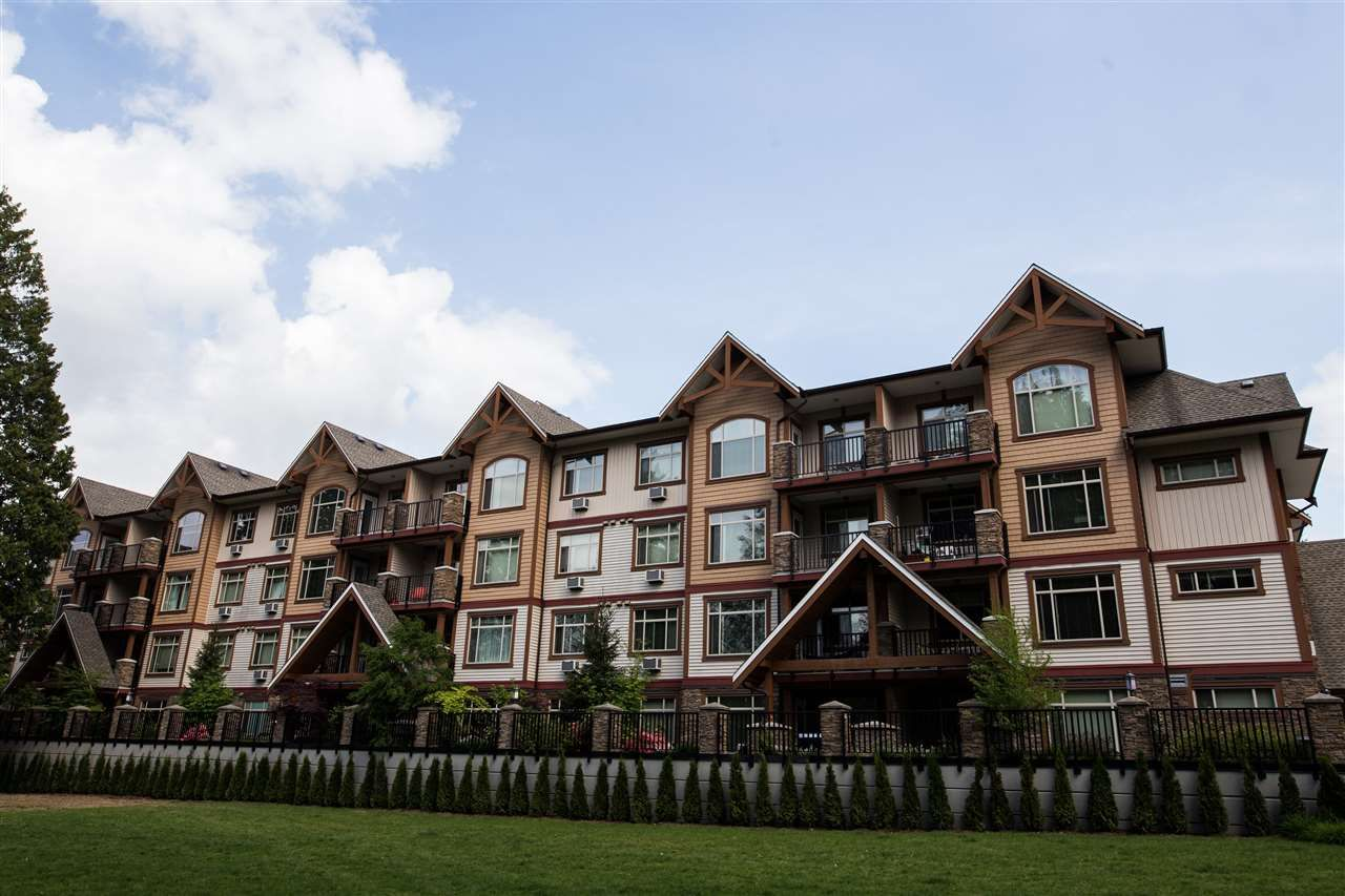 Main Photo: 205 12525 190A STREET in Pitt Meadows: Mid Meadows Condo for sale : MLS®# R2063969