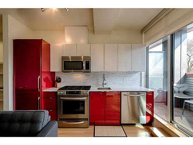 """Photo 8: Photos: 305 2250 COMMERCIAL Drive in Vancouver: Grandview VE Condo for sale in """"THE MARQUEE ON THE DRIVE"""" (Vancouver East)  : MLS®# V1109784"""