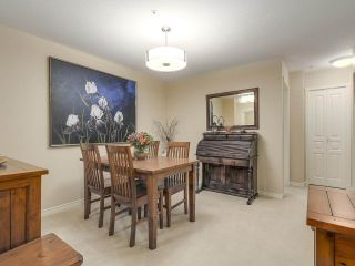 """Photo 6: 206 1144 STRATHAVEN Drive in North Vancouver: Northlands Condo for sale in """"Strathaven"""" : MLS®# R2217915"""
