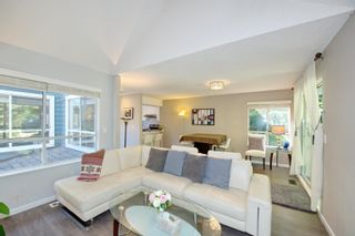 """Photo 13: 3 9000 ASH GROVE Crescent in Burnaby: Forest Hills BN Townhouse for sale in """"Ashbrook Place"""" (Burnaby North)  : MLS®# R2615088"""