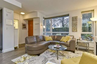 Photo 2: 186 CHESTERFIELD AVENUE in North Vancouver: Lower Lonsdale Townhouse for sale : MLS®# R2423323