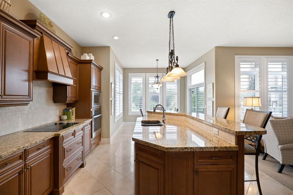 Photo 13: Photos: 15 Lynx Meadows Drive NW: Calgary Detached for sale : MLS®# A1139904