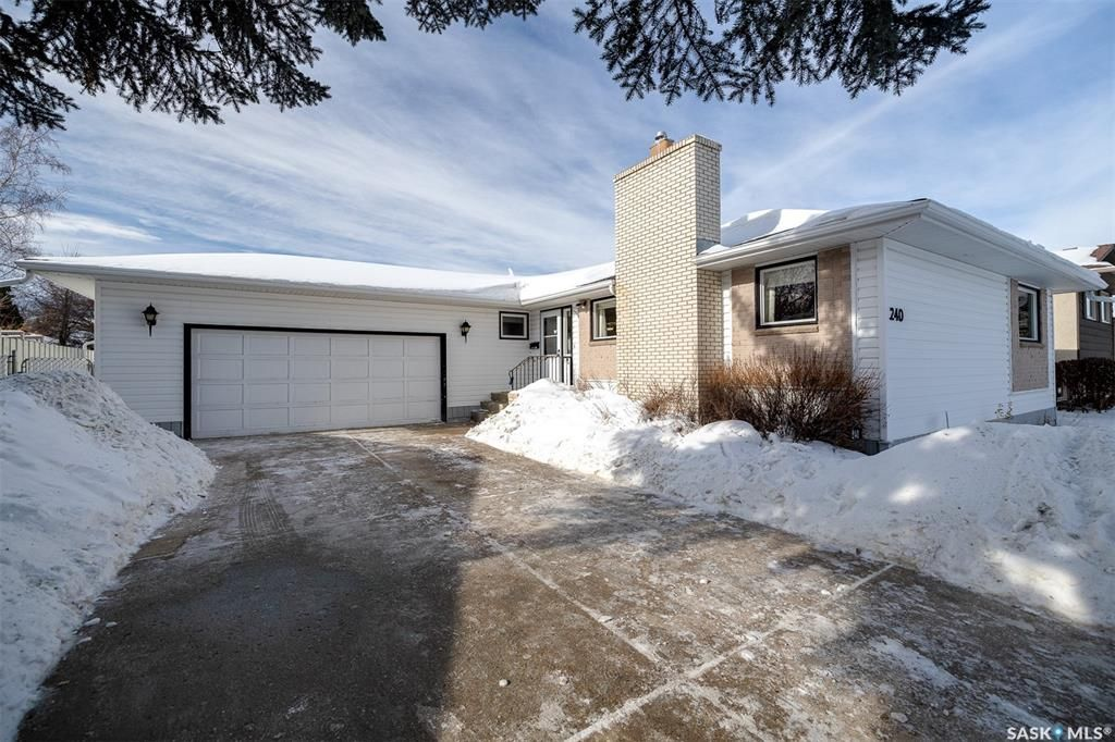 Main Photo: 240 East Place in Saskatoon: Eastview SA Residential for sale : MLS®# SK842077