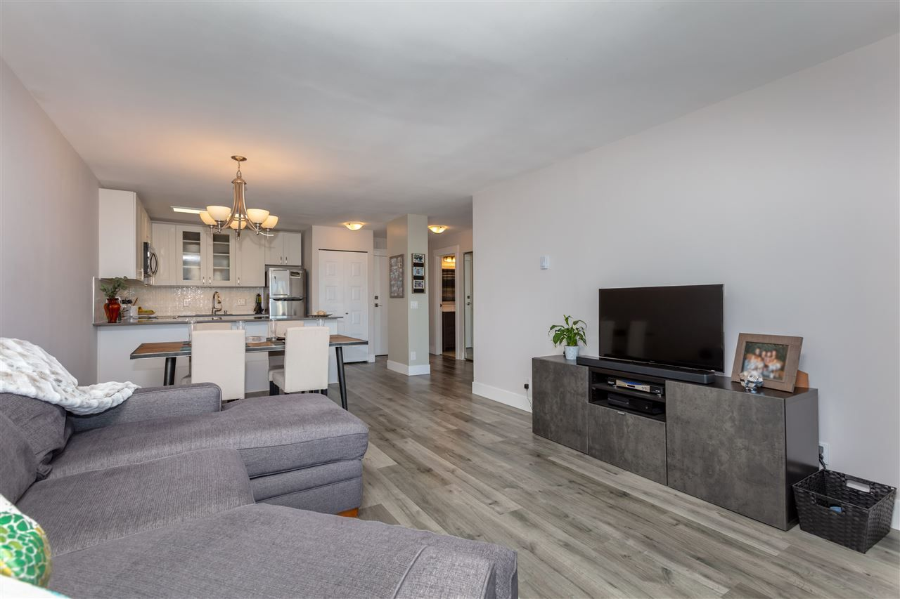"""Photo 5: Photos: 1804 3980 CARRIGAN Court in Burnaby: Government Road Condo for sale in """"Discovery Place"""" (Burnaby North)  : MLS®# R2465942"""