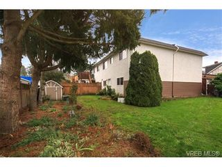 Photo 3: 1 3281 Linwood Ave in VICTORIA: SE Maplewood Row/Townhouse for sale (Saanich East)  : MLS®# 689397