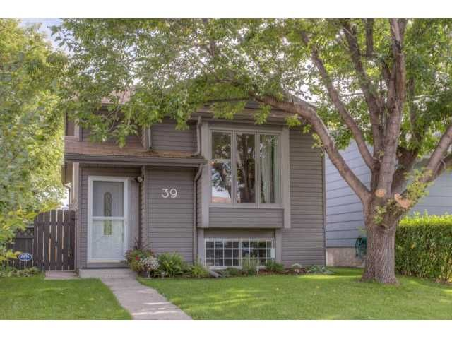 Main Photo: 39 SHAWGLEN Place SW in CALGARY: Shawnessy Residential Detached Single Family for sale (Calgary)  : MLS®# C3633354