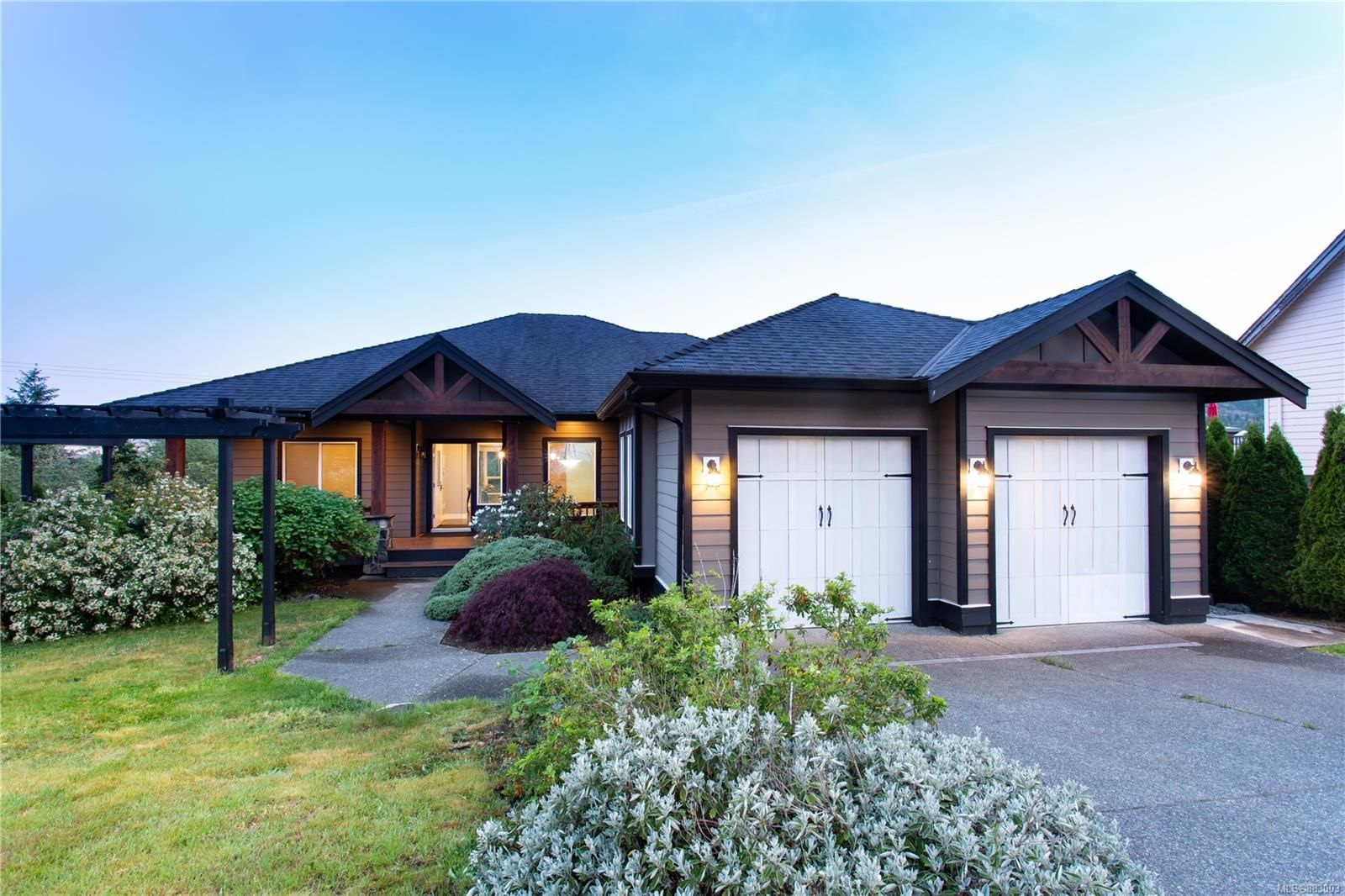 Main Photo: 497 Poets Trail Dr in Nanaimo: Na University District House for sale : MLS®# 883003