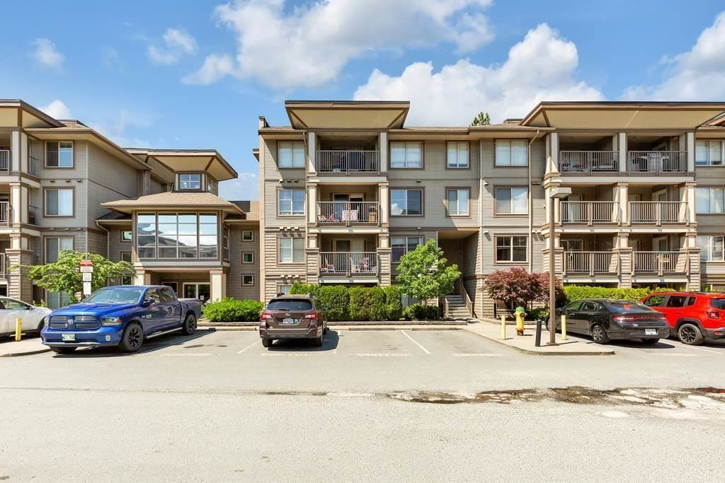 """Main Photo: 214 45567 YALE Road in Chilliwack: Chilliwack W Young-Well Condo for sale in """"THE VIBE"""" : MLS®# R2605881"""