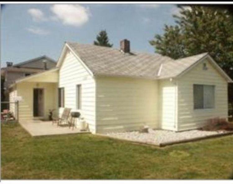 Main Photo: 12327 203 Street in Maple Ridge: Home for sale : MLS®# R2147158