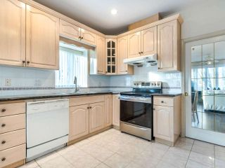 Photo 10: 2208 E 43RD Avenue in Vancouver: Killarney VE House for sale (Vancouver East)  : MLS®# R2437470