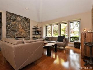 Photo 3: 4027 Hopesmore Dr in VICTORIA: SE Mt Doug House for sale (Saanich East)  : MLS®# 742571