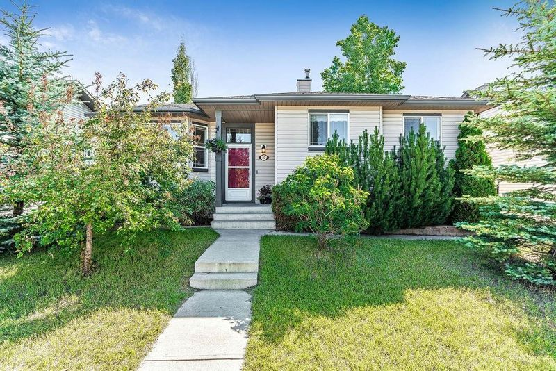 FEATURED LISTING: 23 STRATHFORD Close Strathmore