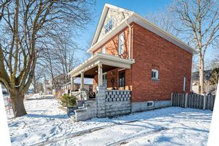 Photo 1: 30 Grove Street East Street in Barrie: Bayfield House (2 1/2 Storey) for sale : MLS®# S5098618