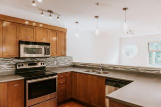 """Photo 11: 101 414 GOWER POINT Road in Gibsons: Gibsons & Area Condo for sale in """"THE LANDING"""" (Sunshine Coast)  : MLS®# R2608938"""