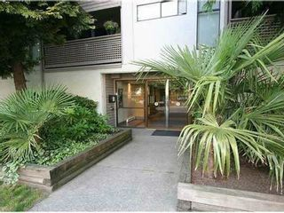"""Photo 1: 204 423 AGNES Street in New Westminster: Downtown NW Condo for sale in """"THE RIDGEVIEW"""" : MLS®# V1072443"""