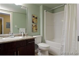 Photo 10: 103 1405 Esquimalt Rd in VICTORIA: Es Saxe Point Row/Townhouse for sale (Esquimalt)  : MLS®# 588177