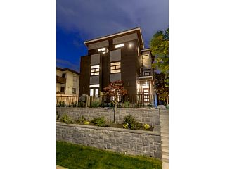 """Photo 1: 39 E 13TH Avenue in Vancouver: Mount Pleasant VE Townhouse for sale in """"Main St Area"""" (Vancouver East)  : MLS®# V1071218"""