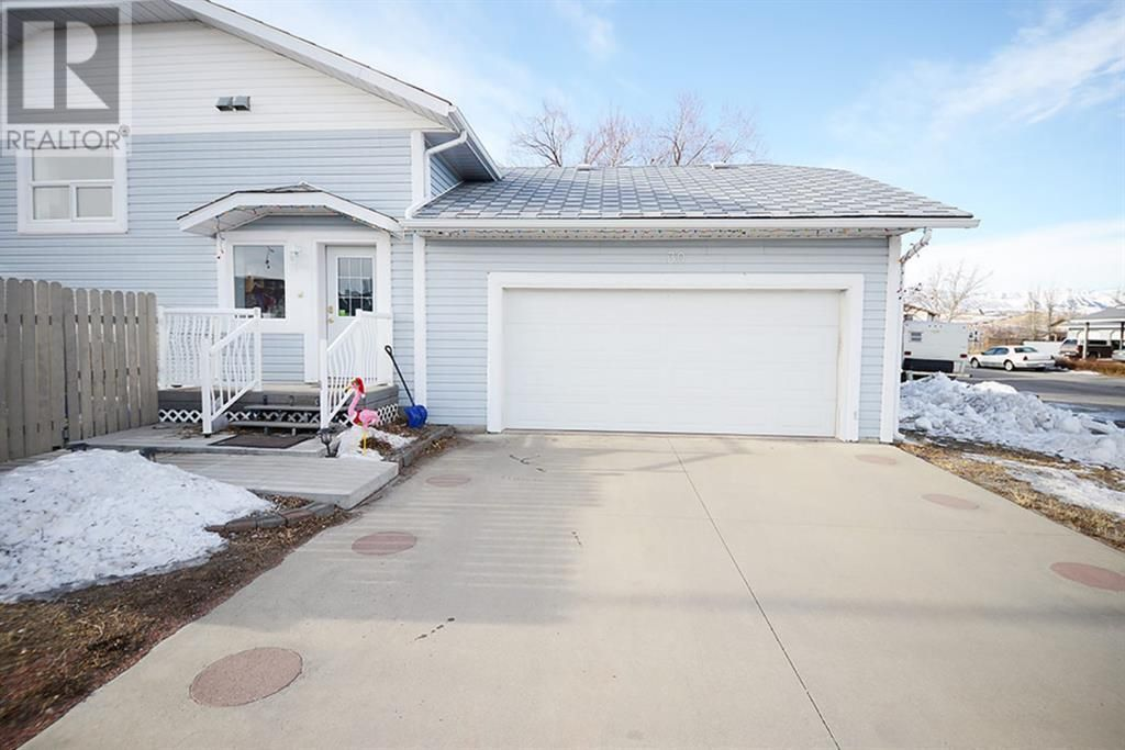 Main Photo: 30 Oakley  Drive in Lundbreck: House for sale : MLS®# A1151620