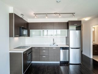 """Photo 5: 902 10777 UNIVERSITY Drive in Surrey: Whalley Condo for sale in """"Citypoint"""" (North Surrey)  : MLS®# R2569333"""