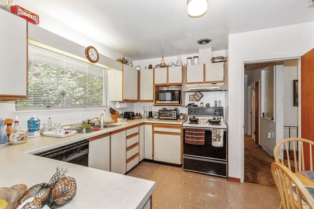 Photo 8: Photos: 1038 MARIGOLD Avenue in North Vancouver: Canyon Heights NV House for sale : MLS®# R2577593