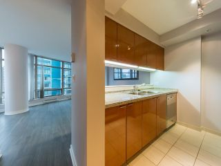 """Photo 15: 1202 1200 ALBERNI Street in Vancouver: West End VW Condo for sale in """"Palisades"""" (Vancouver West)  : MLS®# R2527140"""