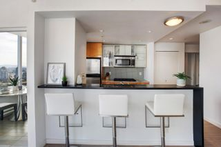 """Photo 4: 3307 33 SMITHE Street in Vancouver: Yaletown Condo for sale in """"COOPER'S LOOKOUT"""" (Vancouver West)  : MLS®# R2615498"""