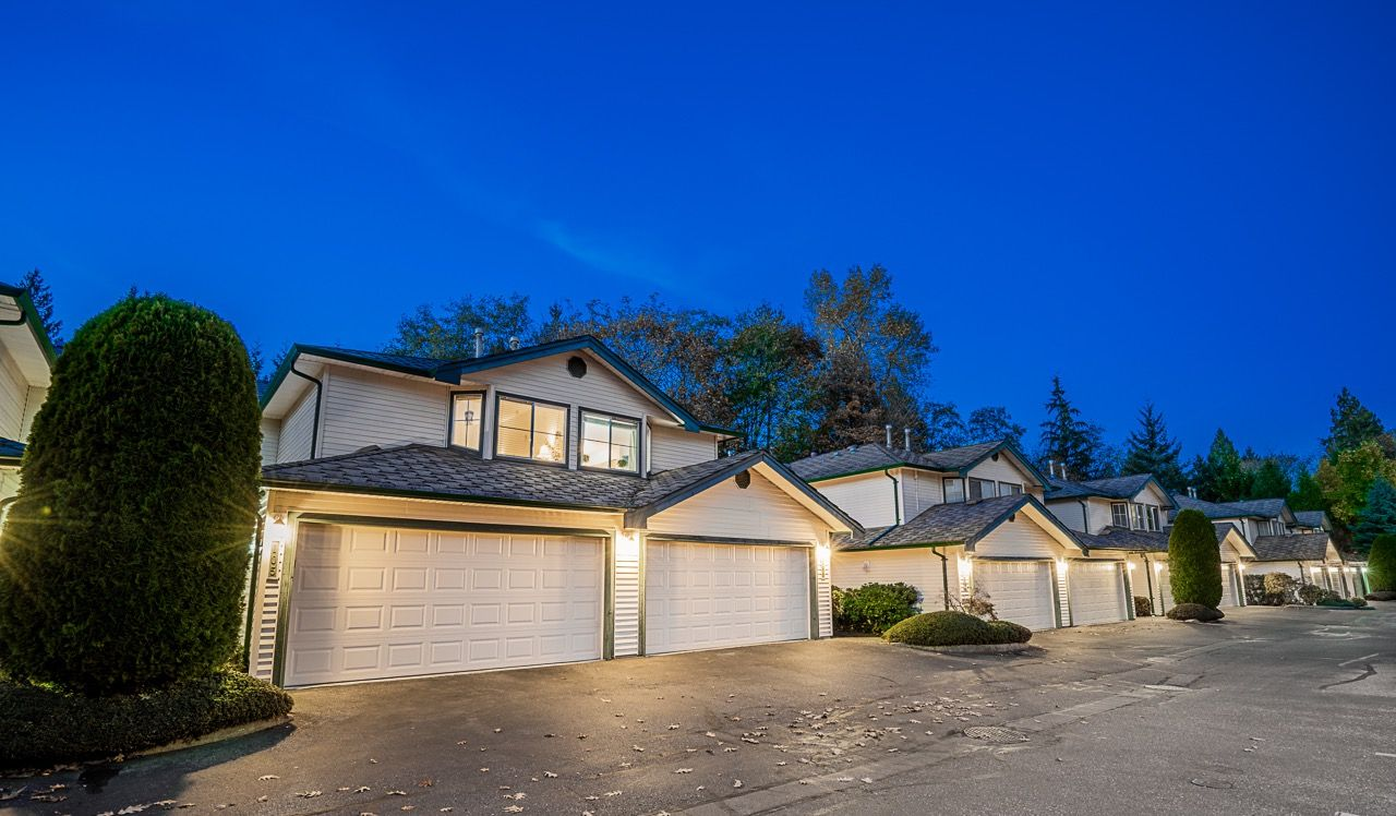 """Main Photo: 106 10250 155A Street in Surrey: Guildford Townhouse for sale in """"Creekside Estates"""" (North Surrey)  : MLS®# R2516099"""