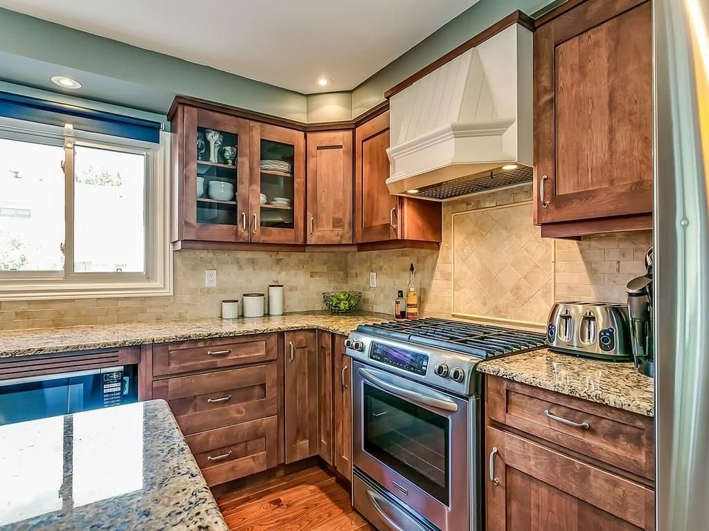 Photo 9: Photos: 2025 SUMMER WIND Drive in Burlington: Residential for sale : MLS®# H4030696
