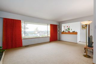 Photo 4: 6905 HYCREST DRIVE in Burnaby: Montecito House for sale (Burnaby North)  : MLS®# R2058508