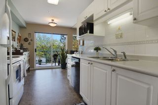 """Photo 11: 304 20433 53 Avenue in Langley: Langley City Condo for sale in """"Countryside Estates"""" : MLS®# R2254619"""