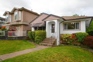 Photo 3: 4855 DUMFRIES Street in Vancouver: Knight House for sale (Vancouver East)  : MLS®# R2579338