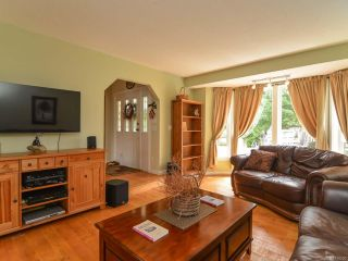 Photo 2: 2390 Humphrey Rd in MERVILLE: CV Merville Black Creek House for sale (Comox Valley)  : MLS®# 738200