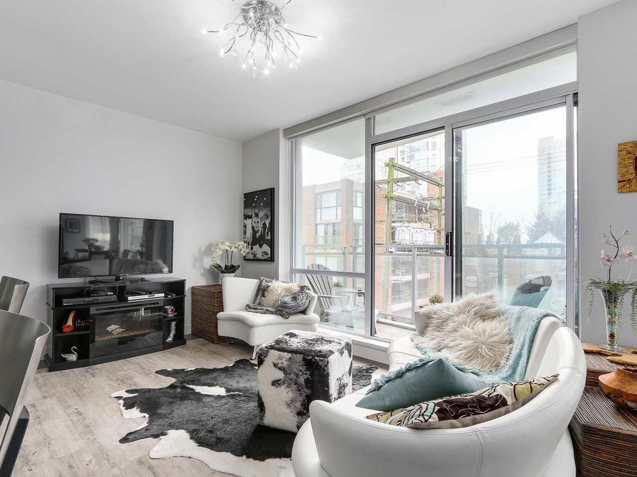 Photo 3: Photos: 401 1455 HOWE STREET in Vancouver: Yaletown Condo for sale (Vancouver West)  : MLS®# R2145939