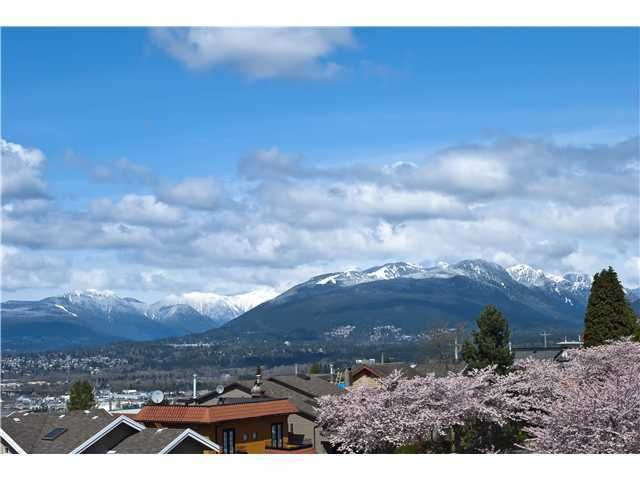 Main Photo: 118 HYTHE Avenue in Burnaby: Capitol Hill BN House for sale (Burnaby North)  : MLS®# V926497
