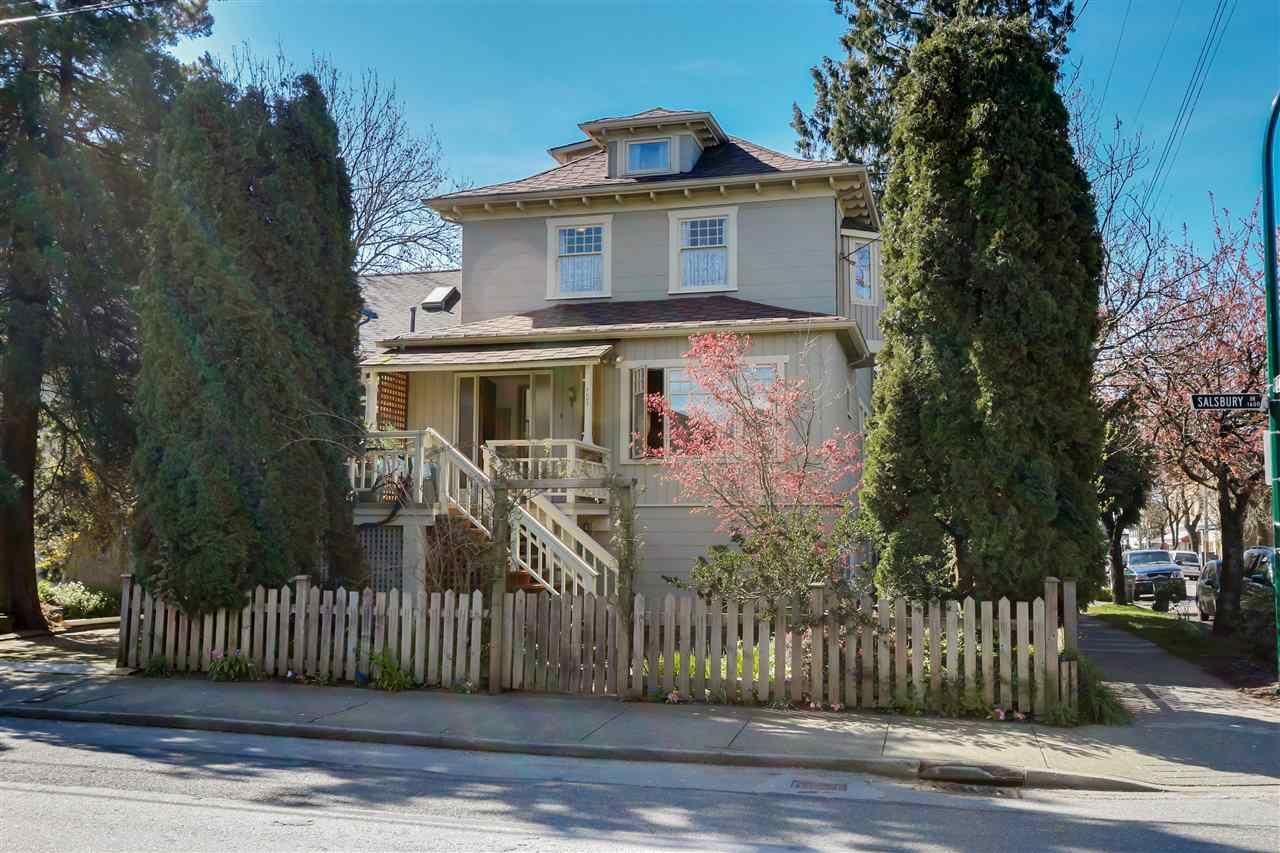 Main Photo: 1605 SALSBURY Drive in Vancouver: Grandview VE House for sale (Vancouver East)  : MLS®# R2055587