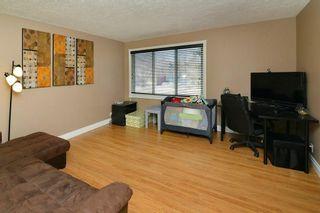 Photo 3: 139 CASTLEGLEN Road NE in Calgary: Castleridge House for sale : MLS®# C4170209