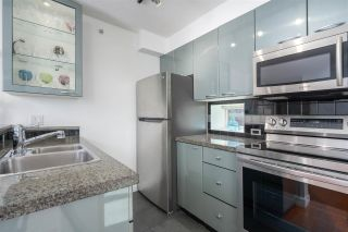 """Photo 8: 1106 1068 HORNBY Street in Vancouver: Downtown VW Condo for sale in """"The Canadian at Wall Centre"""" (Vancouver West)  : MLS®# R2485432"""