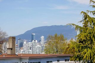 Photo 2: 50 E 12TH Avenue in Vancouver: Mount Pleasant VE House for sale (Vancouver East)  : MLS®# R2576408