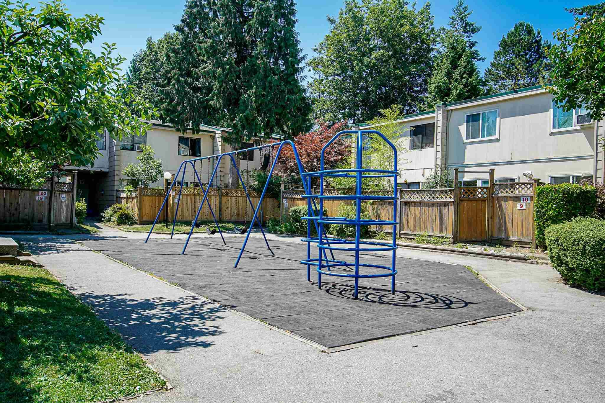 """Main Photo: 15 10585 153 Street in Surrey: Guildford Townhouse for sale in """"GUILDFORD MEWS"""" (North Surrey)  : MLS®# R2599405"""