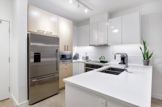 """Photo 15: 303 1621 HAMILTON Avenue in North Vancouver: Mosquito Creek Condo for sale in """"HEYWOOD ON THE PARK"""" : MLS®# R2603480"""