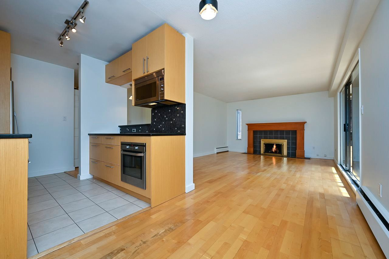 """Main Photo: 305 2424 CYPRESS Street in Vancouver: Kitsilano Condo for sale in """"CYPRESS PLACE"""" (Vancouver West)  : MLS®# R2572541"""